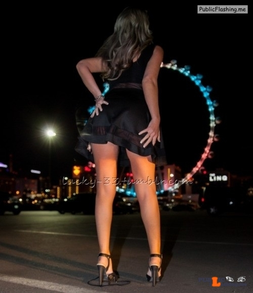 Public Flashing Photo Feed : No panties lucky-33: April 2017The High Roller at the Linq Promenade pantiesless