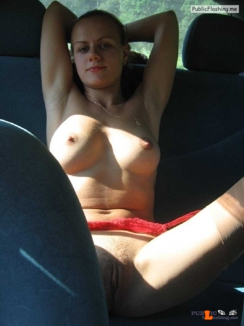 Outdoor nude selfshot roeinaim:Amateur in the car… ?