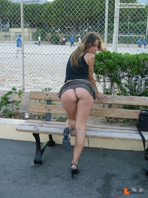 Public Flashing Photo Feed : Public flashing photo catch-a-glimpse-publicflashing: lauramyslut5: Laura, italian…