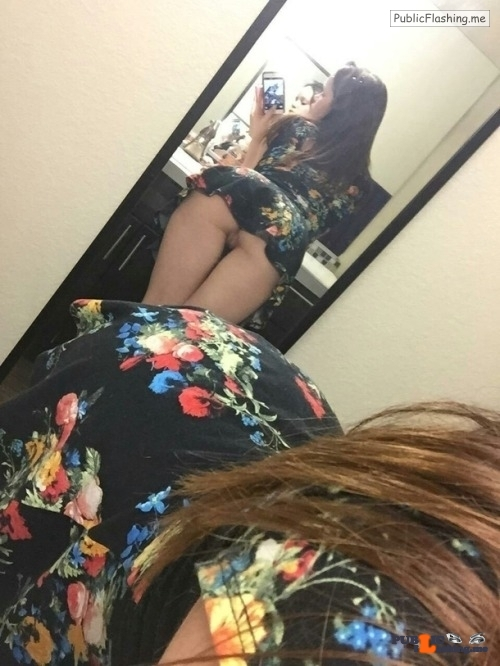 No panties triplexex: Short skirt worn properly pantiesless