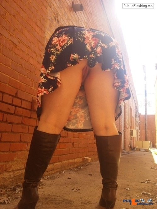 No panties juicykitty85: salntandslnner: Some high healed boots and no… pantiesless