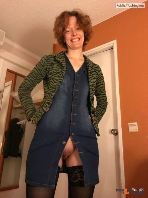 No panties adrif01: Wat gaat het worden met uitgaan het rode of het blauwe… pantiesless
