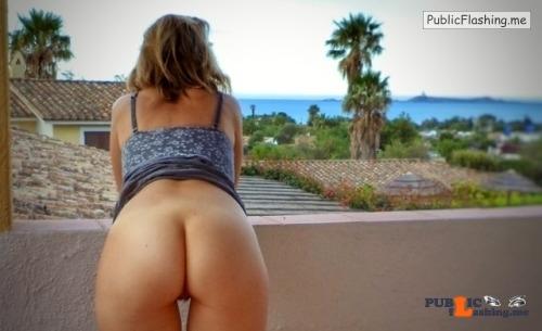 Public Flashing Photo Feed : No panties bawft: Balcony with a view / Balcon avec vue pantiesless