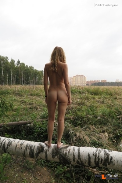 Outdoor nude selfshot Thx to @alicerevelation for these hot & sexy outdoor pics!!!