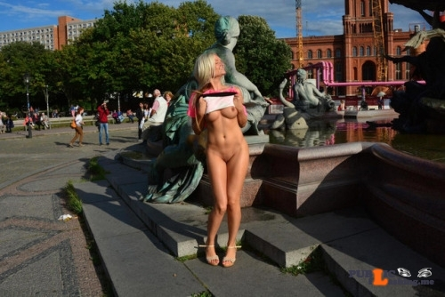 Public nudity photo publicexposurearchive:Beautifully sculpted Follow me for more…
