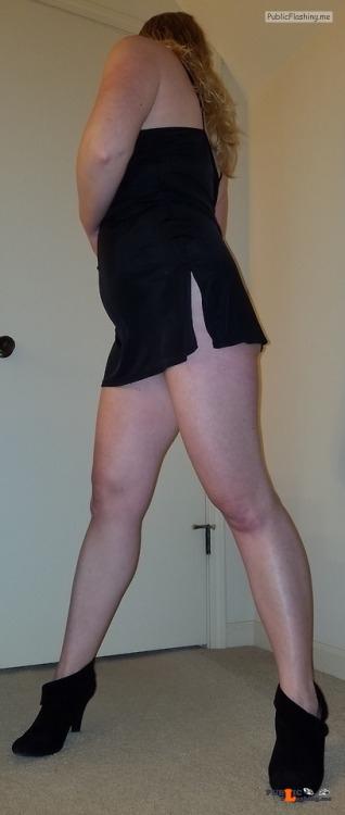 No panties sexysahm: SexySAHM peeking pussy pantiesless