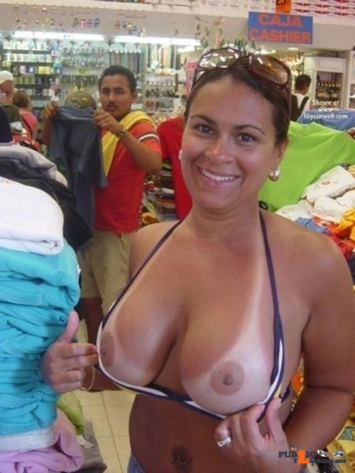 Public flashing photo outside-only:reblog http://bit.ly/1IyomH0 for even…