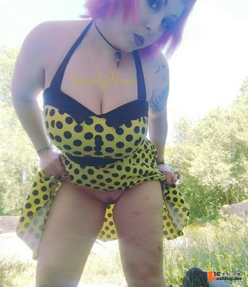 Public Flashing Photo Feed : No panties vixxywixxy: I obviously don't spend a whole lot of time in the… pantiesless