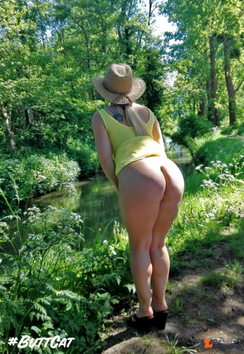 No panties mastersbuttcat: sunny sunday with #buttcat pantiesless