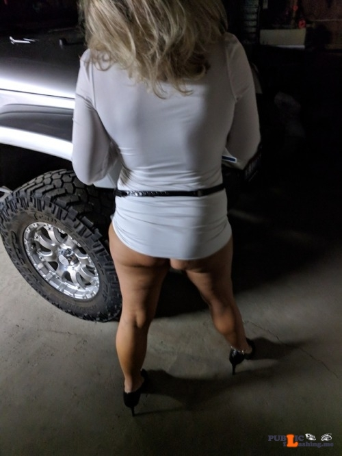 No panties kevandsexywife: Going out to dinner pantiesless