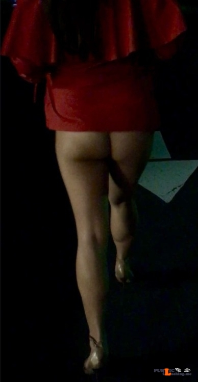 No panties tlomles: Walking back to the car last night and my dress kept… pantiesless