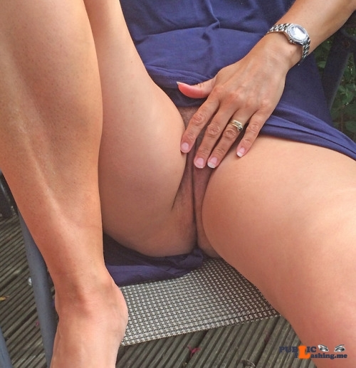No panties itsrockhard: flashing my pussy in the park pantiesless