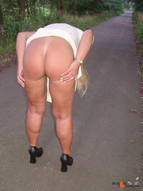 Exposed in public MILF ass…