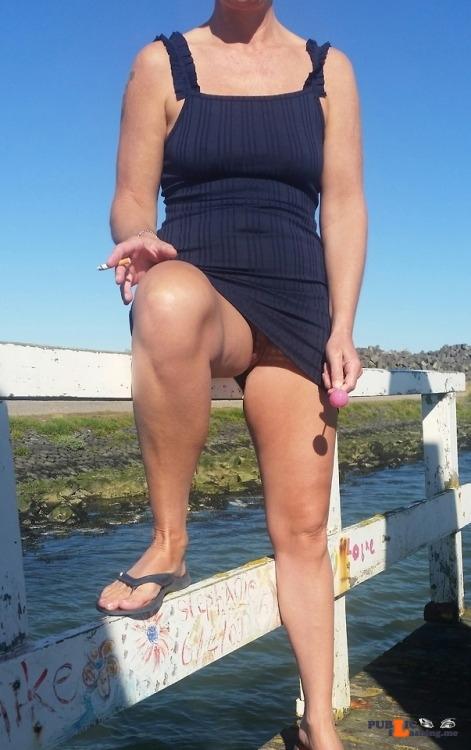 No panties et-amantes: Even opsteken op de Afsluitdijk richting strand van… pantiesless