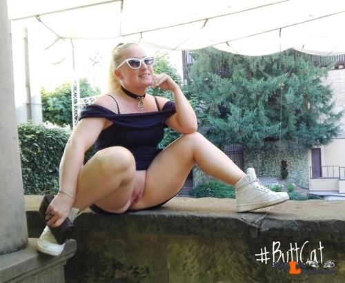 No panties justbuttcat: mastersbuttcat: #buttcat shows off in a public… pantiesless