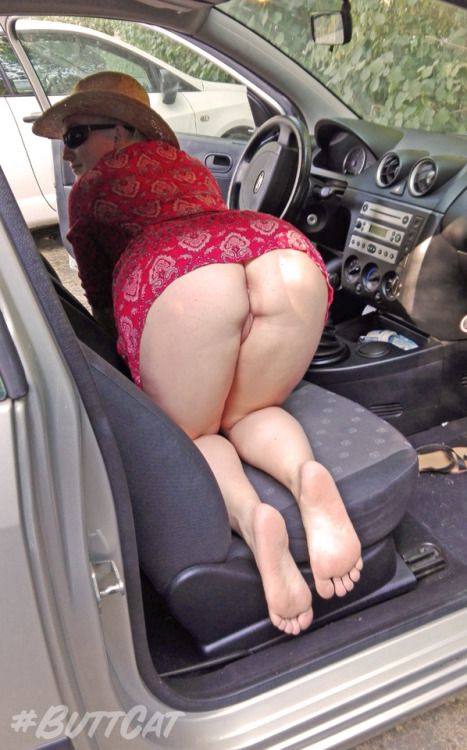 No panties mastersbuttcat: justbuttcat:I searched something in the car on… pantiesless