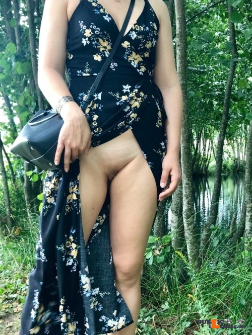 No panties letussharewithyou: Raw nature meets citygirl 👌👌👌 /Master pantiesless