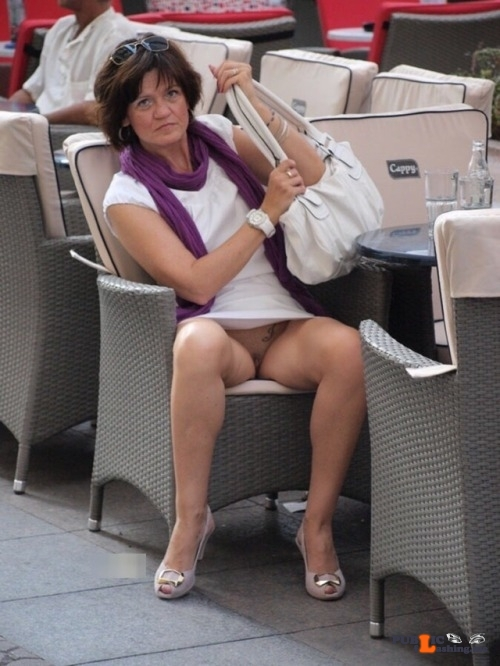 Public Flashing Photo Feed : Exposed in public Sexy MILF…
