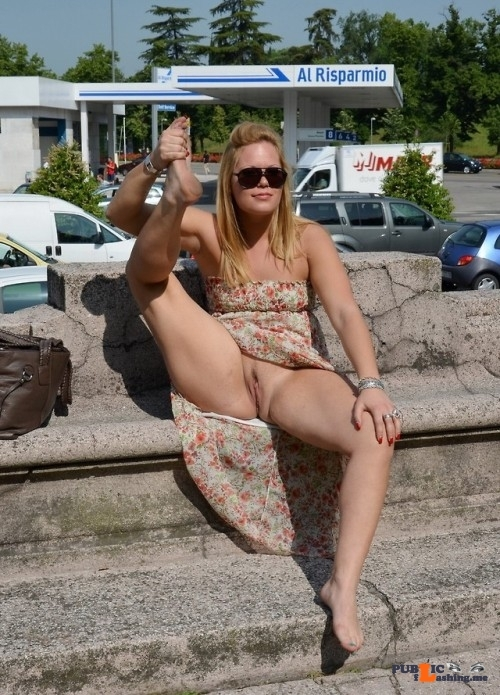 Photo flashing in public picture
