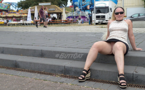 No panties mastersbuttcat: #buttcat relaxing during a festival. pantiesless