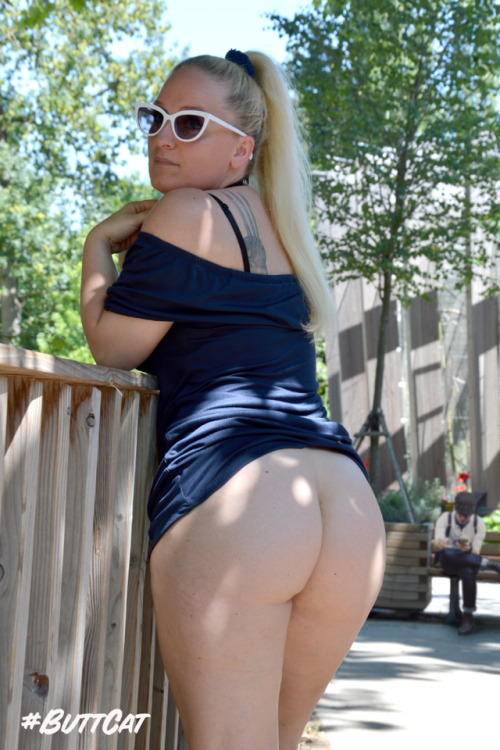 No panties justbuttcat: No panties as usual. Proof in a public park. pantiesless