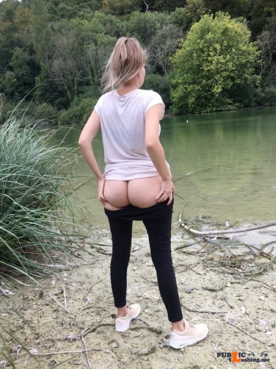 No panties blonde-dolly: Getting my bum out by the lake ? pantiesless