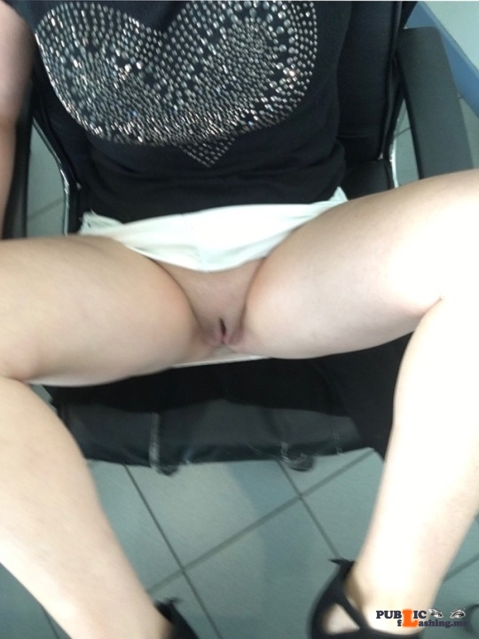No panties tintin-01000: En direct du travail pantiesless
