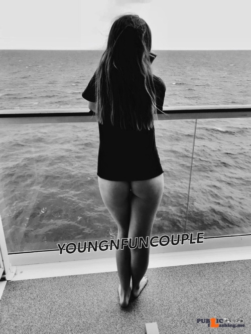 No panties youngnfuncouple: Why wear pants when you are on vacation? 🙄 pantiesless