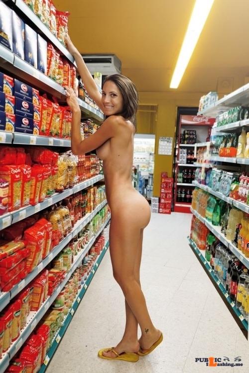 Public Flashing Photo Feed : Outdoor nude selfshot Shop flashing